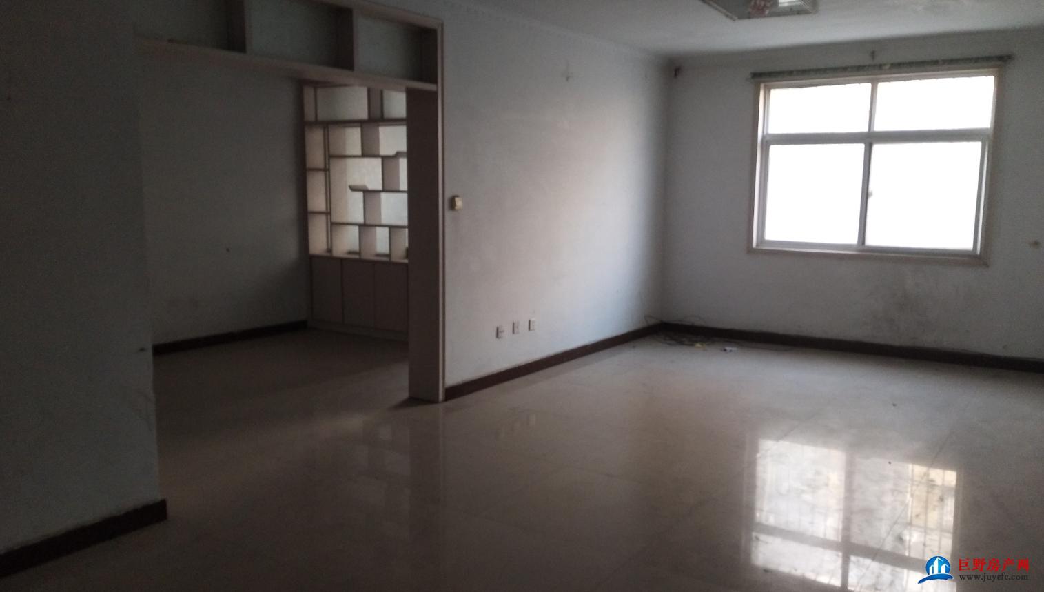 康美小区三室两厅带车库出售